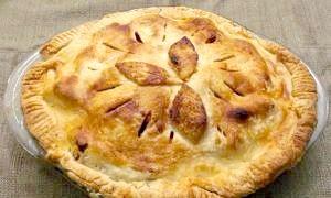 Секрети смачної випічки для всієї родини: пиріг з листкового тіста з фаршем
