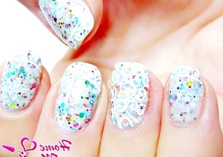 Фото - весільний дизайн нігтів з різнобарвним глітером та мереживом