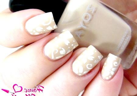 Фото - малюнок пензликом на нігтях нареченої