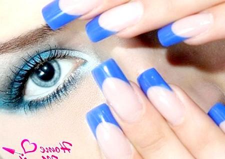 Фото - синій френч на нігтях