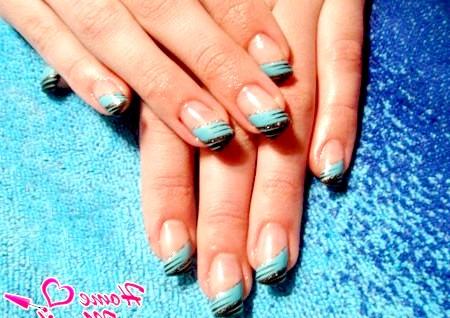 Фото - чорно-блакитний френч на нігтях