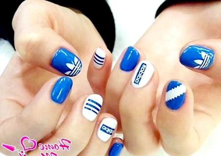 Фото - гарні нігті в стилі adidas