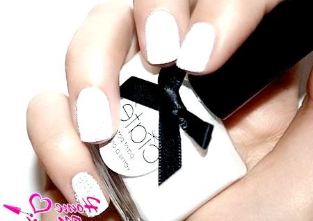 Фото - ікорний дизайн нігтів білого кольору