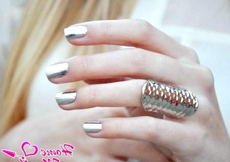 Блискуча розкіш дизайну нігтів з фольгою