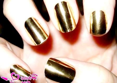 Фото - модний золотий металік на нігтях