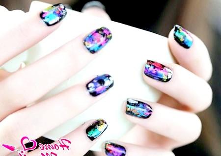 Фото - дуже стильна фольга на нігтях