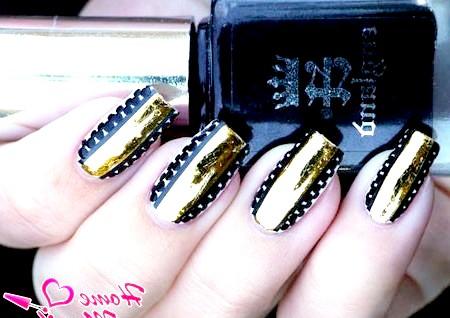 Фото - дизайн нігтів з смужкою золотої фольги