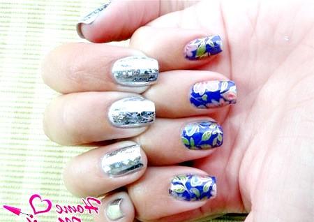 Фото - два види перекладної фольги на нігтях