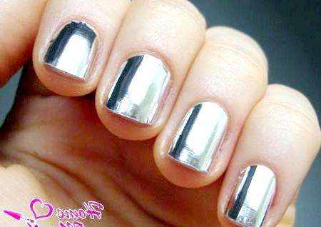 Фото - фольга на нігтях з ефектом металіка