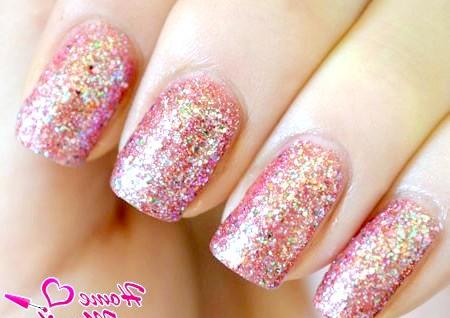 Фото - яскраві нігті з гліттерним покриттям