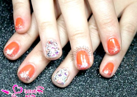 Фото - яскраві мерехтливі нігті