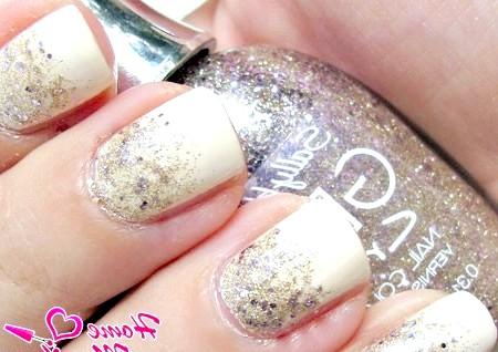 Фото - блискуче покриття на нігтях в місячному стилі