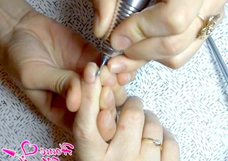 Фото - яйцеподібна фреза для обробки нігтів