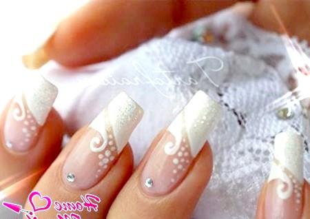 Фото - красиві нарощені нігті нареченої на весілля