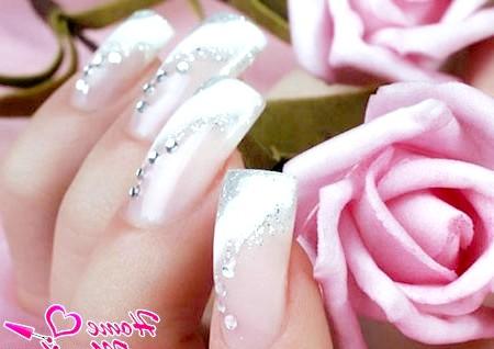 Фото - цікавий дизайн нарощених весільних нігтів