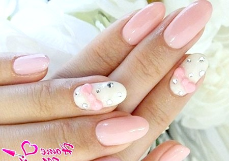 Фото - нарощені нігті нареченої в пастельно-рожевих тонах