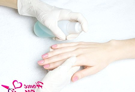 Фото - обробка рук антисептиком
