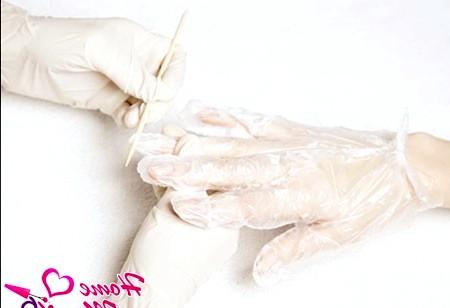 Фото - обрізання краю рукавички для обробки нігтя