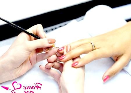 Фото - рисунок биогелем на нігтях