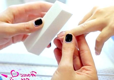 Фото - зняття натурального глянцю нігтя бафом