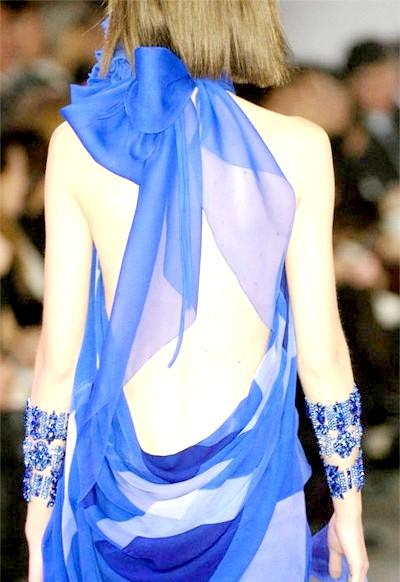 Фото - Синє вечірнє плаття з відкритою спиною