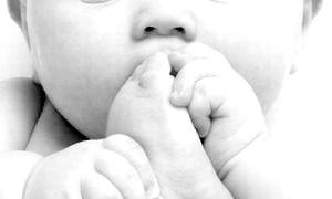 Фото - Вашому малюкові від 0 до 4 років. Ви знаєте, що заборонено робити батькам до приходу лікаря?
