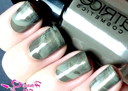 Фото - темно-сірий мармур на нігтях