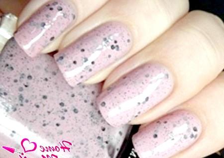 Фото - лак для нігтів в світло-рожевих тонах мармуру