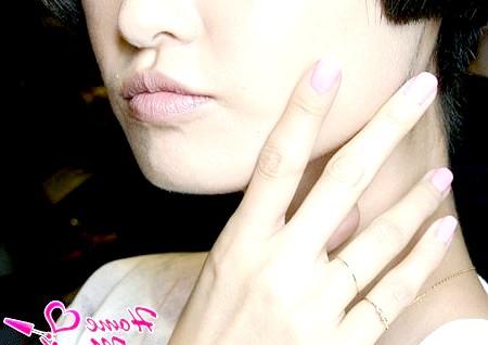 Фото - ніжно-рожевий монотонний манікюр
