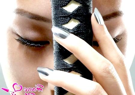 Фото - дизайн нігтів Мінкс в срібному кольорі