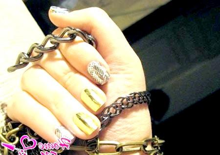 Фото - наклейки Мінкс на нігтях