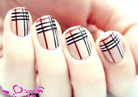 Фото - смугасті нігті в тренді 2014