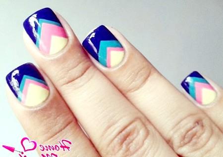 Фото - стильний геометричний дизайн нігтів