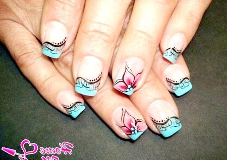 Фото - красива композиція на нігтях в стилі нестандартного френча