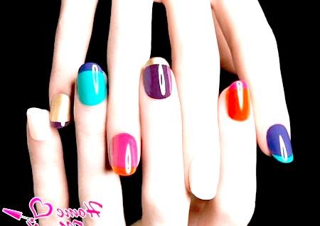 Фото - кожен палець з різним дизайном френча