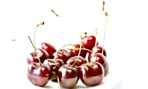 Вишня: користь і шкода, калорійність, властивості