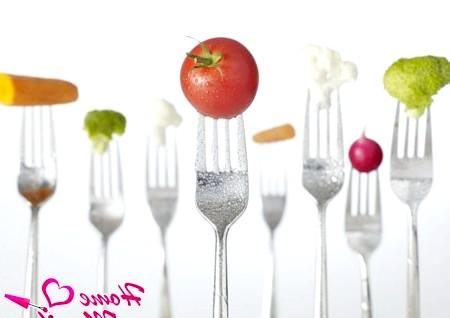 Фото - свіжі овочі та фрукти містять вітаміни для нігтів