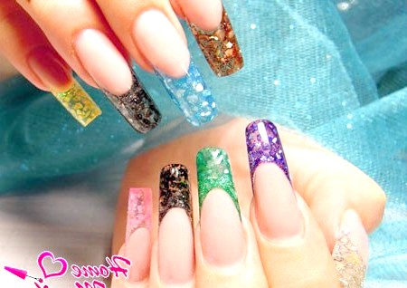 Фото - різнокольорові вітражні нігті на руках