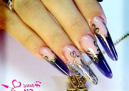 Фото - вітражні нігті з золотим литвом