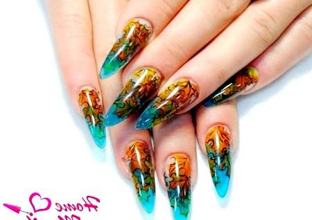Фото - класний дизайн вітражних нігтів на осінь