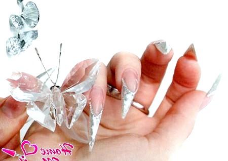 Чарівне мерехтіння кришталевих нігтів