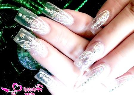 Фото - прозорі нарощені нігті з декором