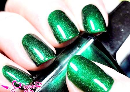 Фото - насичений смарагдовий дизайн нігтів