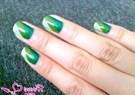 Фото - три відтінки зеленого кольору на нігтях