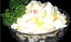 Чудовий салат з копченою куркою і ананасами - прикраса святкового столу