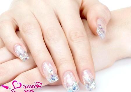 Фото - гелеві короткі нігті зі слюдою