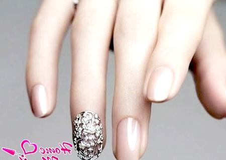 Фото - гарні невеликі нарощені нігті