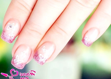 Фото - красивий гліттерний дизайн нігтів зі стемпинг малюнком