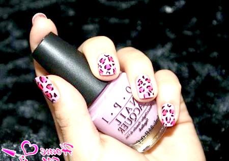 Фото - леопардовий манікюр на основі пастельно-рожевого лаку ОПИ