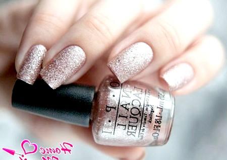 Фото - золотистий пісок на нігтях від OPI